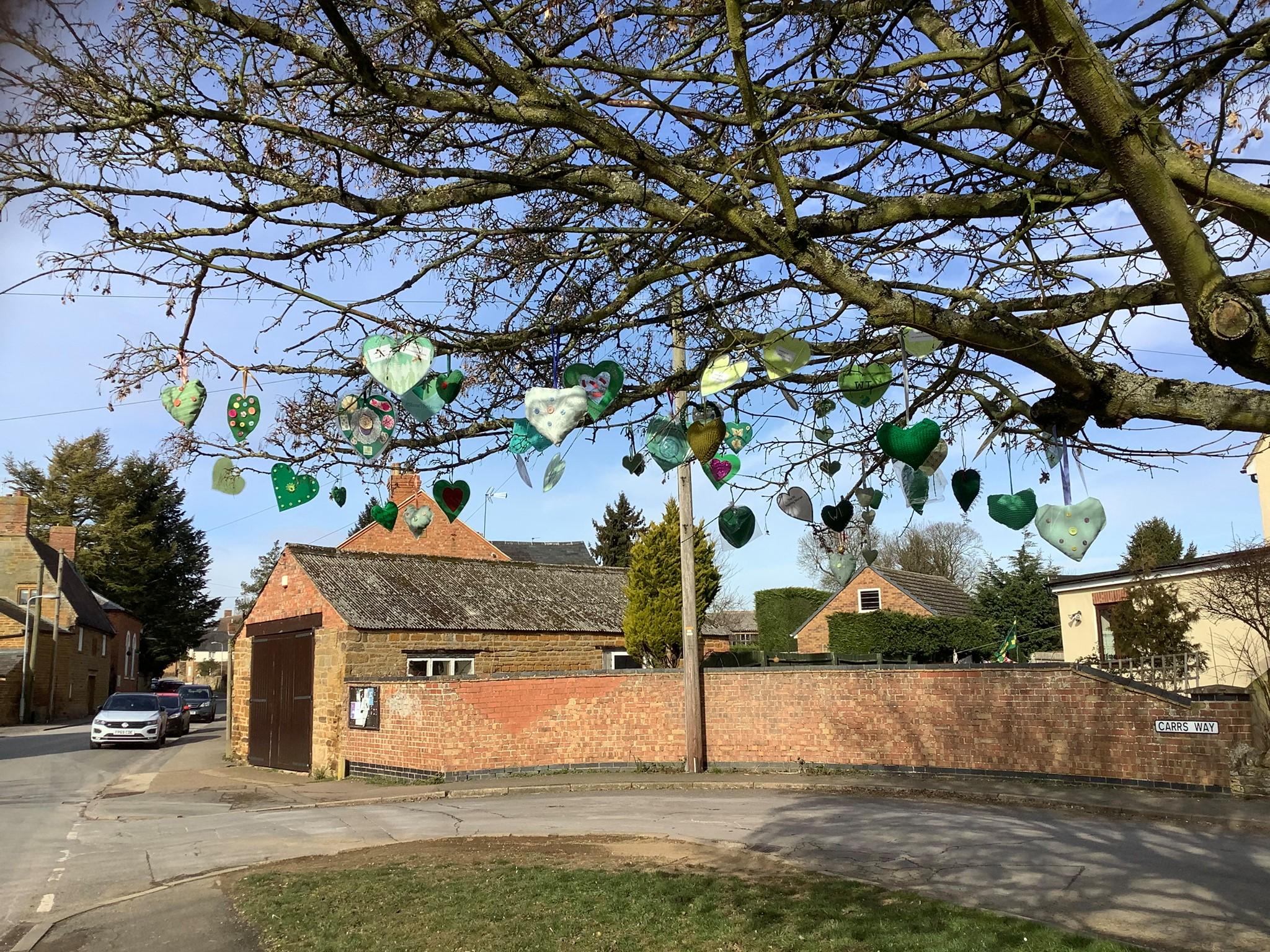 21.02 Green hearts on tree