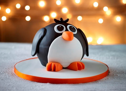 Penguin Icing A Cake