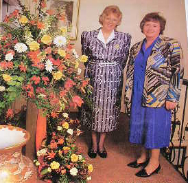 Denman Flower Festival, Agnes Salter with Principal Pauline Brown