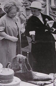 The Queen Mother and Pat Jacob at the Tomorrow's Heirlooms exhibition