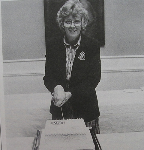 Agnes Salter cutting the NFWI's 70th birthday cake