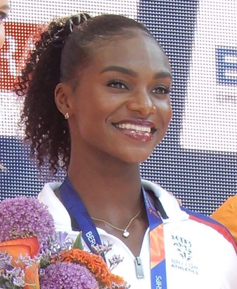 Dina Asher-Smith at Olympic medal ceremony