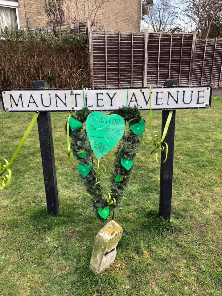 21.02 Green heart on street name