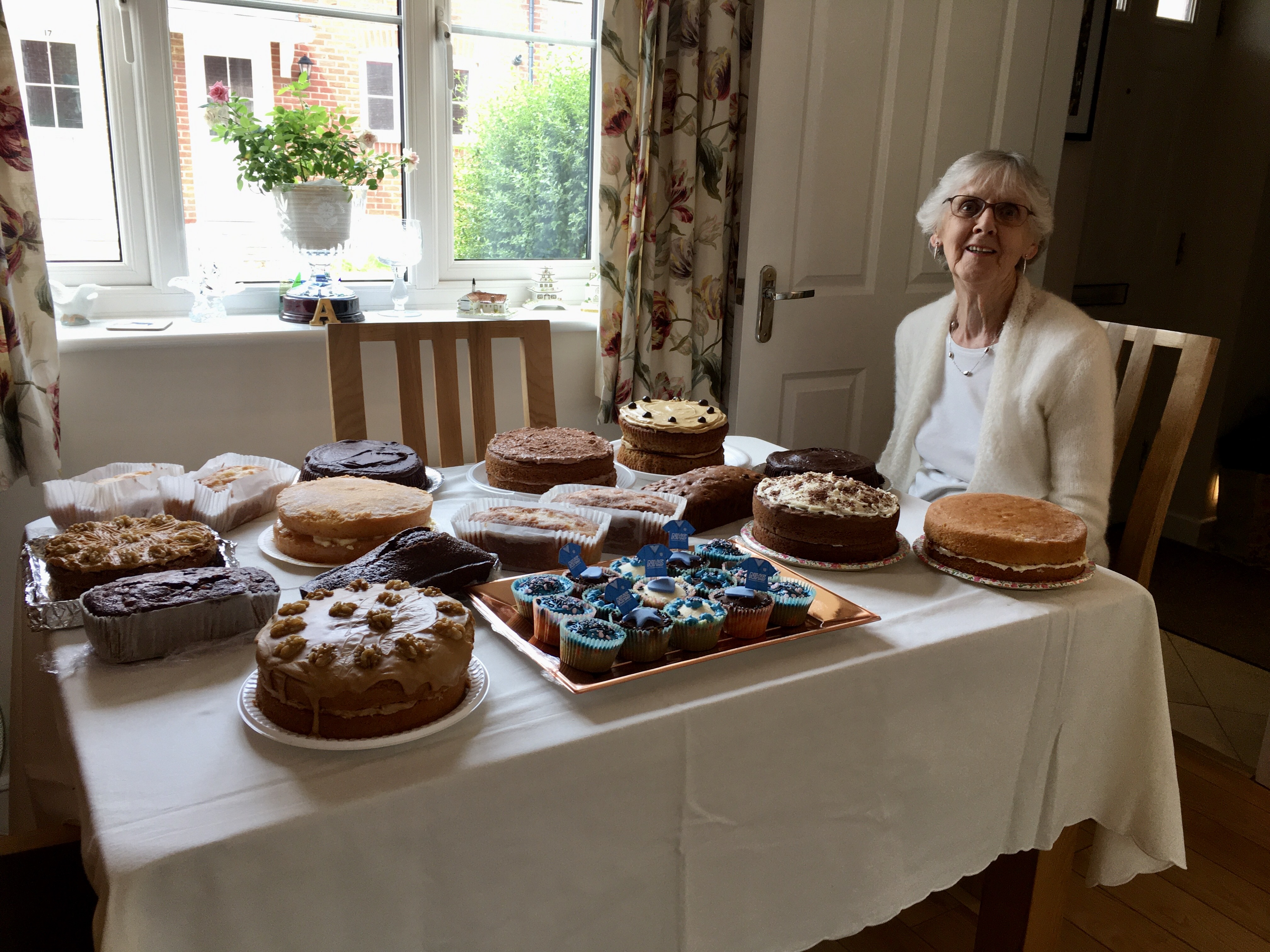 21.07 thank youi NHS Day President with cakes